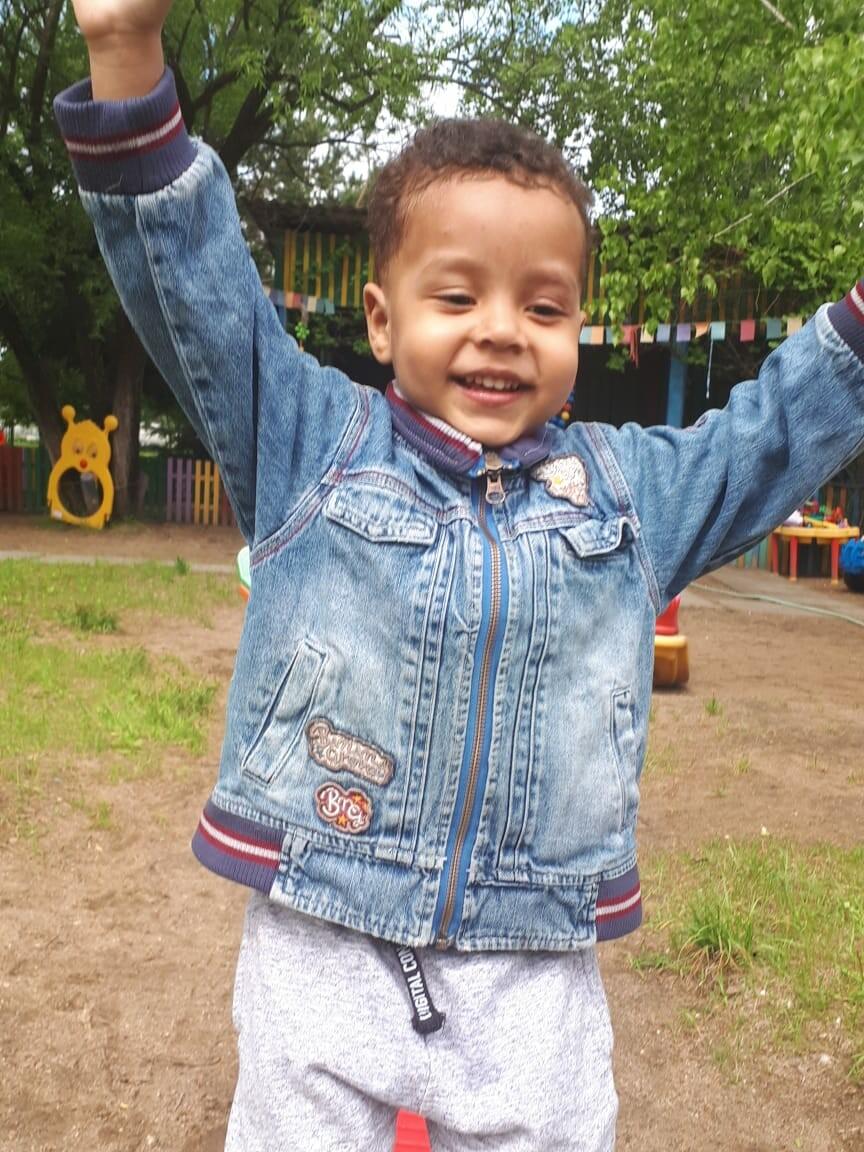 История ребёнка, за которого борются мама-амурчанка и папа-африканец