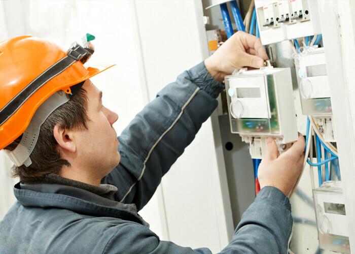 ДЭК бесплатно устанавливает электросчетчики в Амурской области