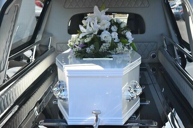 В Белогорске родственникам умершего привезли на кладбище тело чужого человека