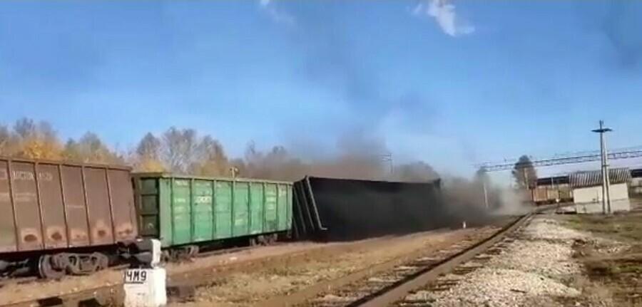 В Амурской области вновь сошел с рельсов грузовой поезд